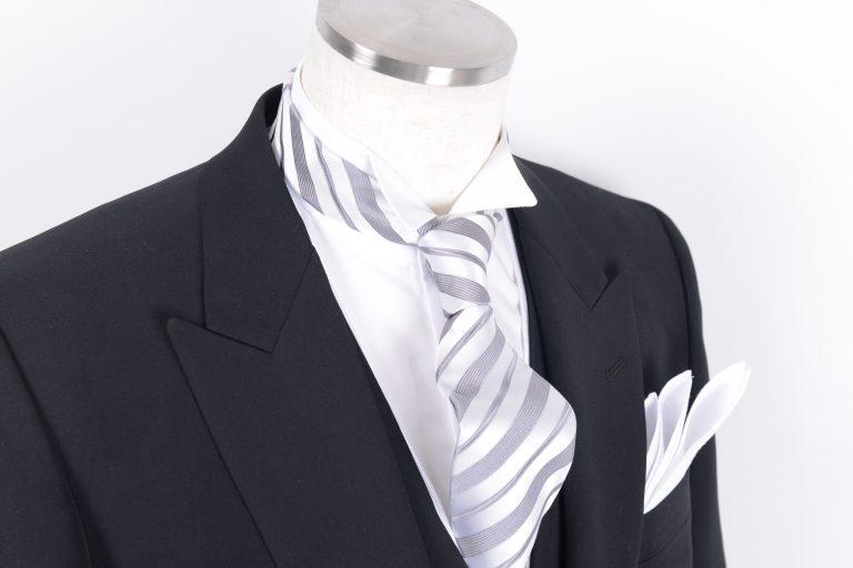 フォーマル用ネクタイの種類。どんな衣装との相性が良いのか。